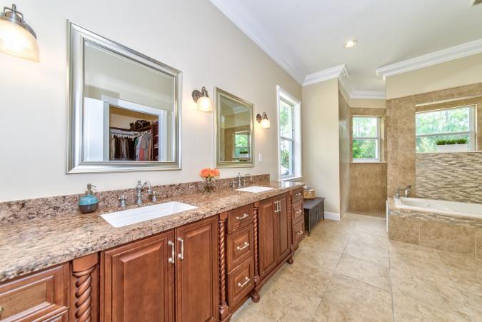 15770-121st-terrace-master-bathroom
